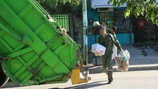 Capitanich se vistió de recolector y salió a juntar basura por Resistencia