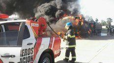 ruta 14: se incendio un camion que transportaba una mudanza