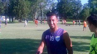 Matías Padilla volvió a entrenar a la par de sus compañeros tras la operación