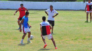 El plantel de Palermo ayer hizo fútbol pensando en Neuquén bajo la mirada del DT.