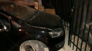 Un adolescente impactó con su auto contra una vivienda