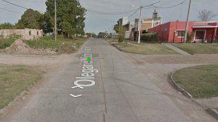 La familiares de E. creen que en esta esquina el sospechoso lo subió a su moto.