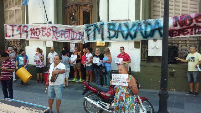 Los trabajadores de LT14 y Baxada impidieron que RTA bajara la señal de la FM