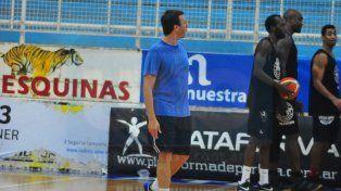 El joven entrenador trabajó esta semana junto a sus dirigidos. La meta es evitar el descenso.