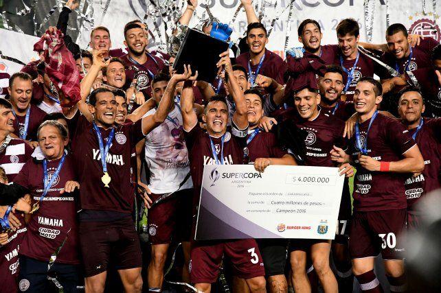 Lanús es el gran campeón: goleó a River y levantó la Supercopa