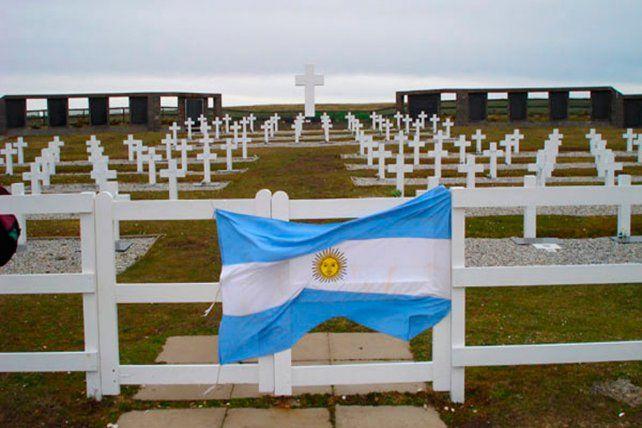 Cruz Roja inicia tareas para identificar a 123 soldados argentinos en Malvinas