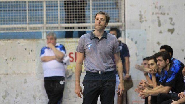 Najnudel tuvo un mal debut el sábado en el AEC como técnico.