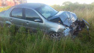 Un hombre fue hospitalizada tras chocar dos autos en la Autovía Artigas