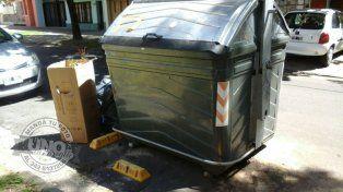 Reubicarán los contenedores de calle 25 de Mayo