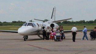 La familia Alperovich en Punta del Este utilizando el avión sanitario tucumano.