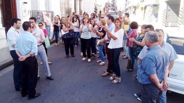Empleados de la Secretaría de Trabajo protestan por recorte de adicionales