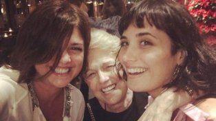 Araceli con su mamá y su hija