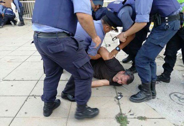 Incidentes en la visita de Macri a Viedma: detuvieron a un dirigente gremial