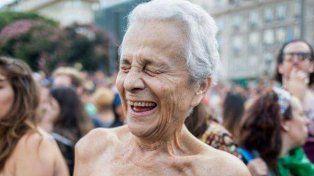 La abuela del tetazo rompió el silencio tras su aparición en el Obelisco