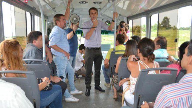 Intendente y concejales recorrieron la ciudad en colectivo