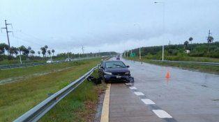 Un auto chocó contra el guardarraíl en la ruta nacional 14