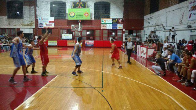 Bien Rojo. Talleres (7-2) sigue en la buena racha dentro de la Liga C Provincial: de local venció ayer a San Salvador por 77-63.