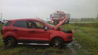 Una familia se accidentó bajo la lluvia, en ruta 130