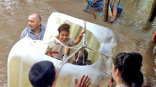 Una familia quedó aislada por el agua en Talita tras el temporal