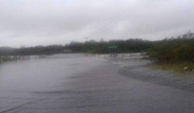 Desbordó un arroyo y hay turistas y pobladores aislados en la zona de Ñandubaysal