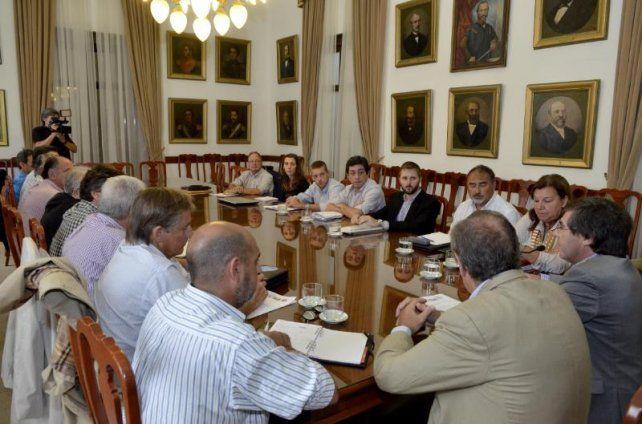 El gobierno provincial recibió a representantes de la Mesa de Enlace