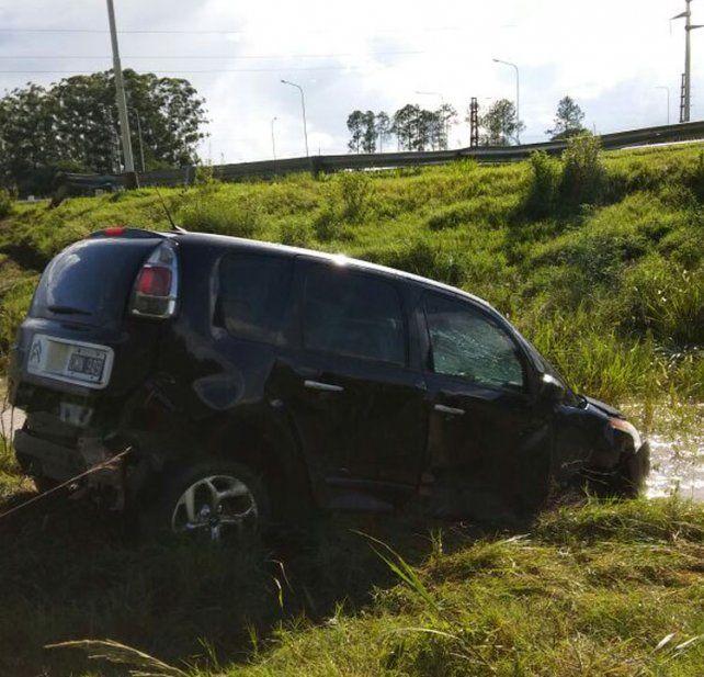 Conductora herida al despistar y volcar en la autovía