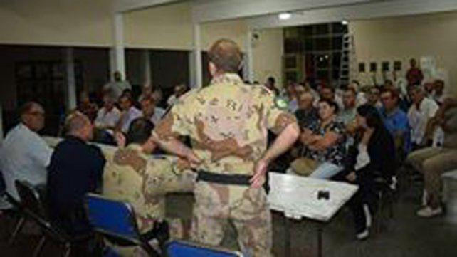Familias de Paraná Campaña se reunieron con funcionarios policiales por hechos de inseguridad
