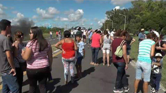 Cortaron ruta 12 para exigir mejoras en el camino que une Curtiembre y Cerrito