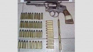 Secuestran arma y municiones en allanamiento por robos en Colonia Avellaneda