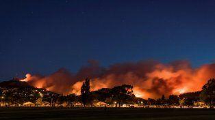 Incendio deja un muerto y 1.000 evacuados en Nueva Zelanda