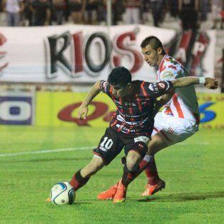 La última confrontación entre el Santo y el Gato fue en 2015 por la B Nacional en el estadio Grella.