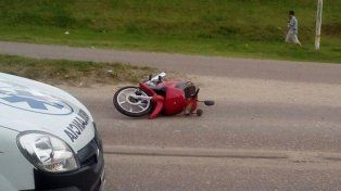 Dos adolescentes heridos tras chocar con un perro
