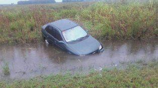 Otro despiste: Un hombre perdió el control del vehículo y terminó en la banquina