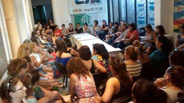 Mujeres se reúnen para evaluar el 8M