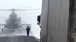 Aterrizó su helicóptero militar para preguntar una dirección