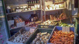 Abrieron el primer supermercado de alimentos vencidos