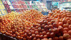 Exprimir el bolsillo. El precio de venta al público de la mandarina crece excesivamente.