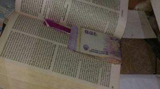 Madre e hija vendían droga y la escondían en una Biblia