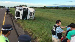 Un camión volcó en la Autovía 14