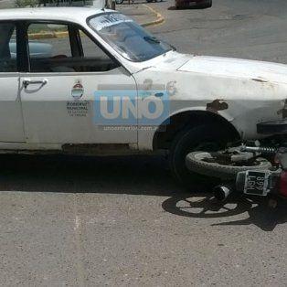 El auto de la Municipalidad de Paraná chocó a la moto en Zanni y Almafuerte. Foto UNO. Edgardo Comar.