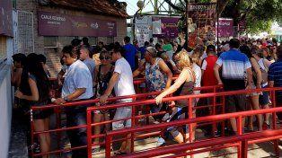 De a miles. El público buscó su entrada para el Carnaval.