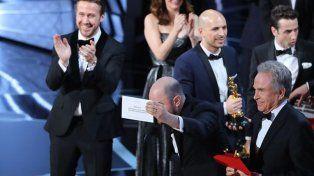 El momento del histórico error en los Oscar 2017