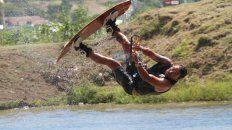 Renato Buscema aprovechando el cable en el FlyPark. Foto UNOJuan Ignacio Pereira.