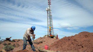 Las empresas productoras de hidrocarburos, a su vez, se comprometieron a aumentar las inversiones para desarrollar los recursos de shale gas de la cuenca.