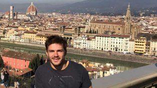 Lescano en un alto de la gira que el CAE realizó por Italia.