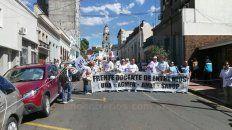docentes entrerrianos marchan a la casa de gobierno