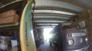 La tabla de surf y una kombi es una de las combinaciones más perfectas del mundo. Foto UNO Juan Manuel Kunzi.