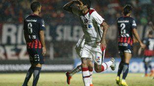 San Lorenzo cayó ante Paranaense y se complica