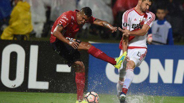 River no hizo agua en el comienzo de la fase de grupos de la Libertadores y ganó en Colombia
