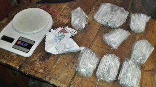Secuestran más de 400 cigarrillos de marihuana en allanamiento y detienen a dos personas